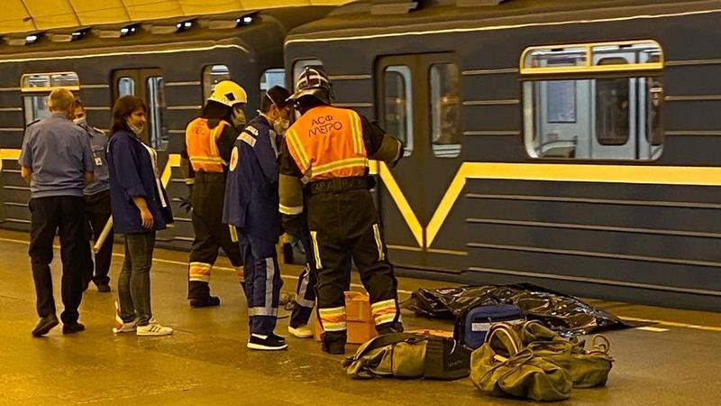 СК занялось обстоятельствами гибели на станции метро «Проспект Большевиков» учащейся педколледжа
